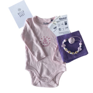 babybox maedchen babybody personalisiert eatsleepbecute biobaumwolle nuscheli nuggikette lavendel rosa scaled