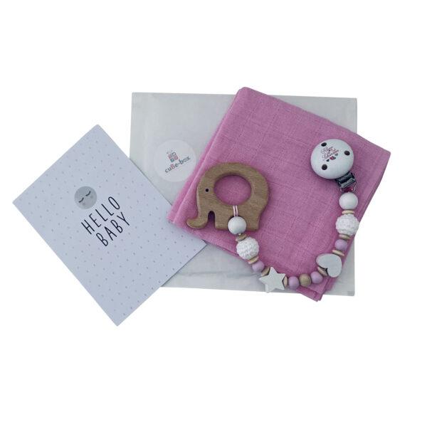 geschenkset zur geburt nuscheli mit namen bestickt beisskette hellrosa kleine schwester scaled
