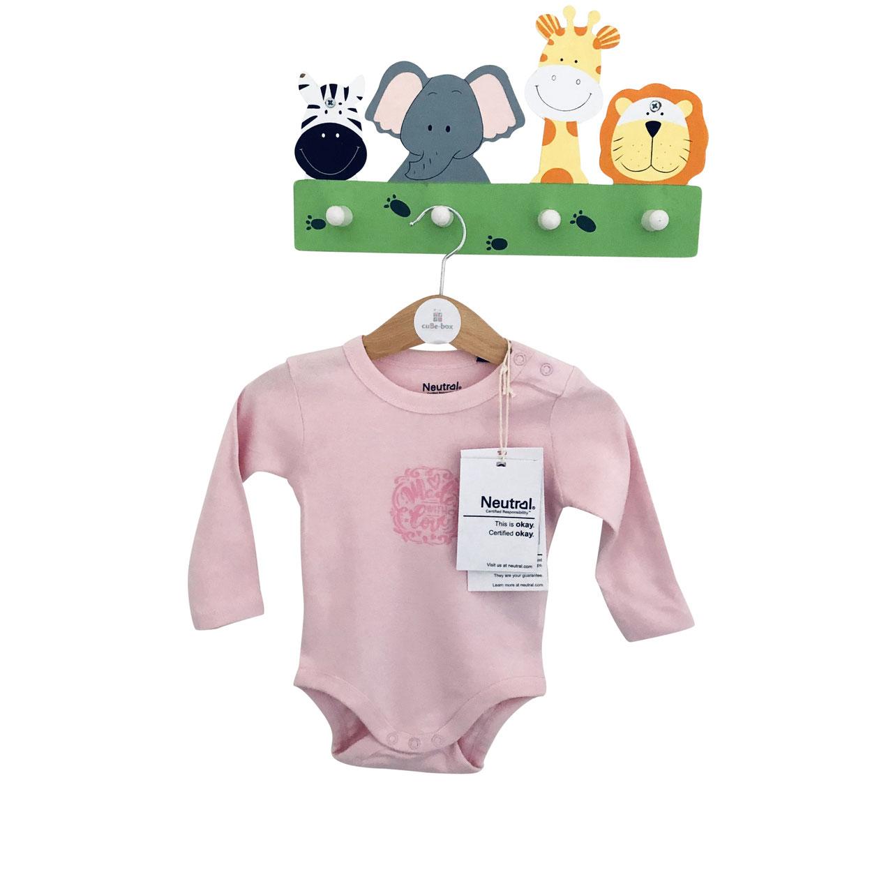 cuBe-box-Babygeschenke-body-rosa-garderobe