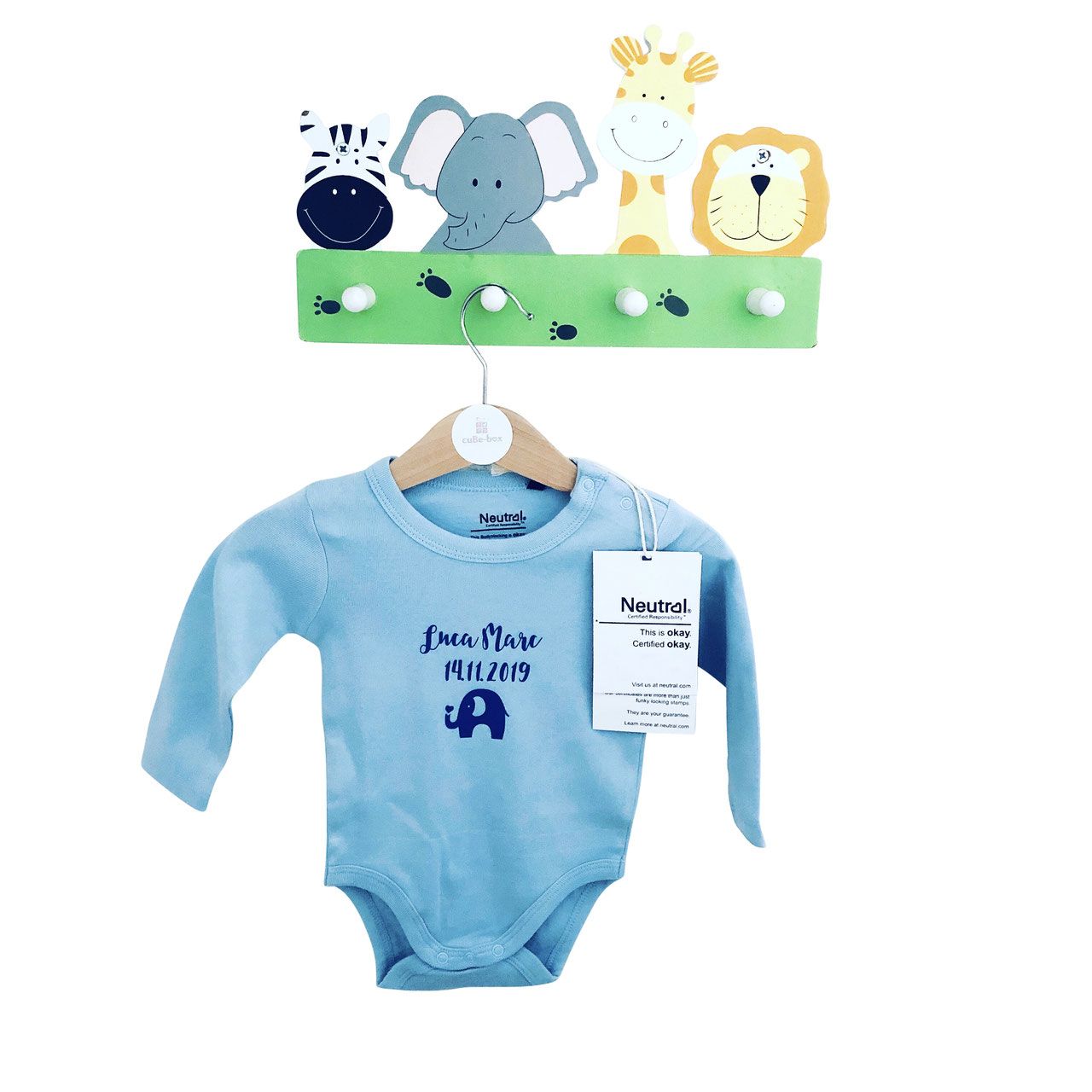 cuBe-box-Babygeschenke-body-blau-garderobe