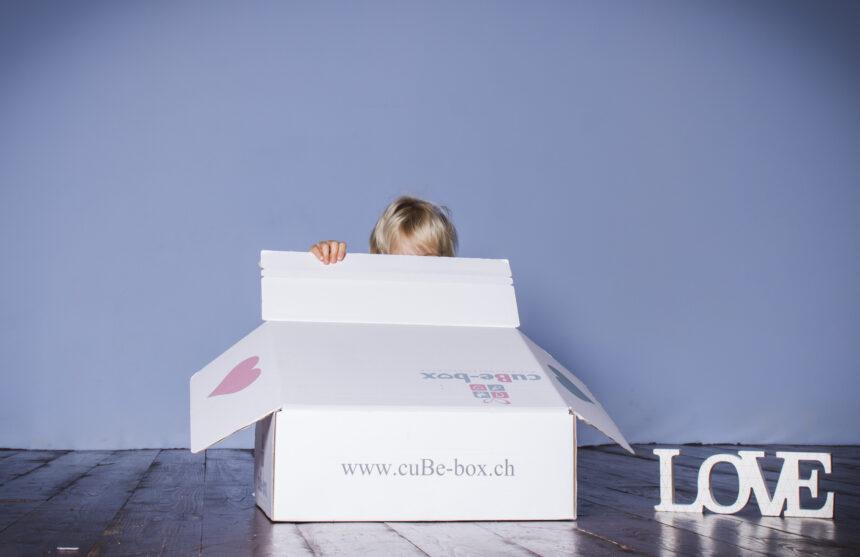 sinnvolle-babygeschenke-zur-geburt-cube-box.ch